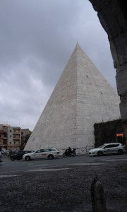 Rome private tour - Piramide Cestia