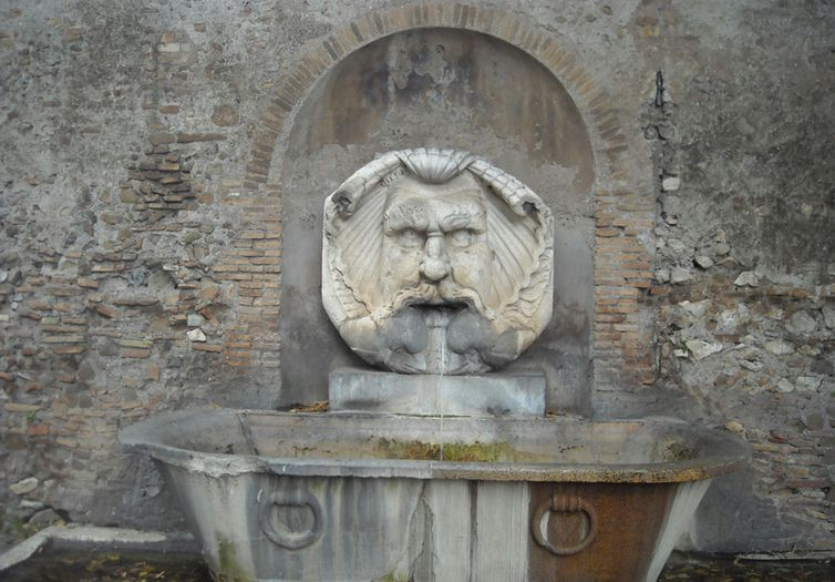 Aventino fountain - Rome tours