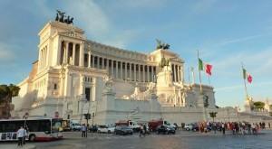 Piazza Venezia - Rome car excursion