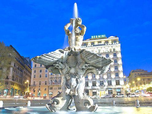 piazza barberini - bernini fontana - Roma