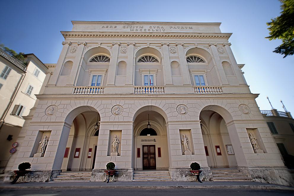 Фасад - Оперный театр - Сполето - путеводитель по Италии