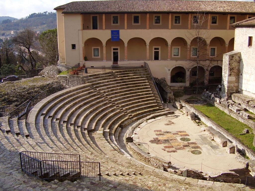 Римски театър в Сполето - Екскурзии в Умбрия