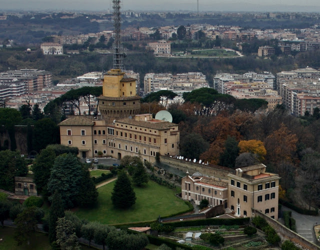 кулата на радио ватикана в градините на ватикана - Екскурзии в Италия