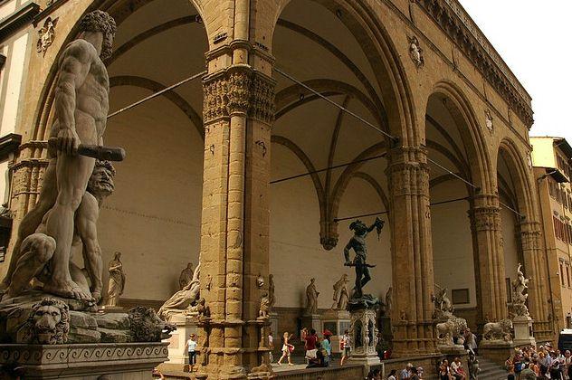 Loggia-dei-Lanzi-Firenze-Tuscany-private-guide