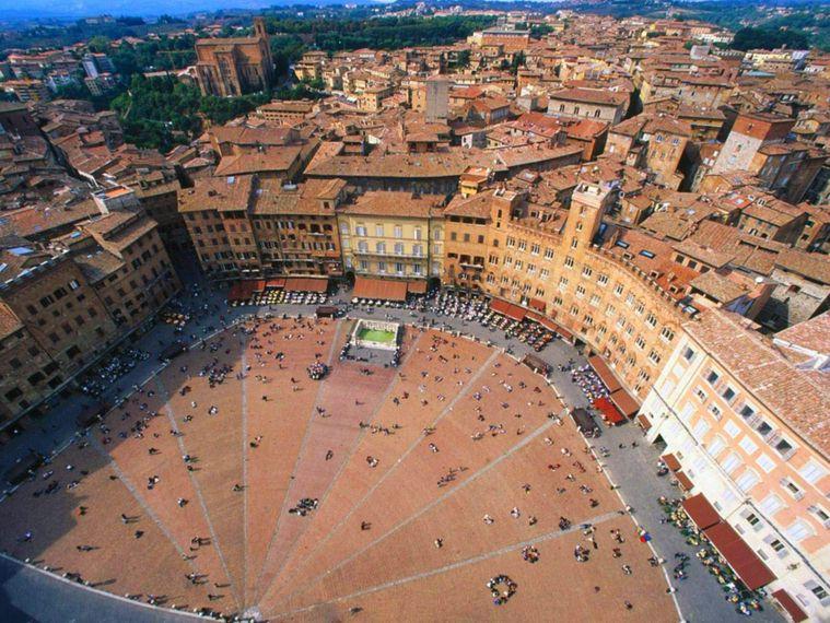 Piazza del Campo - Siena private tours
