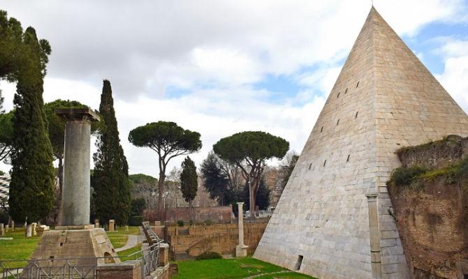 Piramide Cestia - Rome car tour
