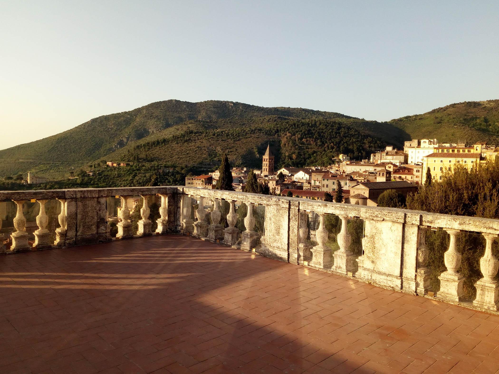 Terrace in villa d'Este Tivoli - Lazio private tour