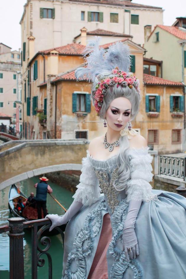 Блондинка Мария-Антуанетта - парик в стиле рококо с цветами - 18 век - Венеция