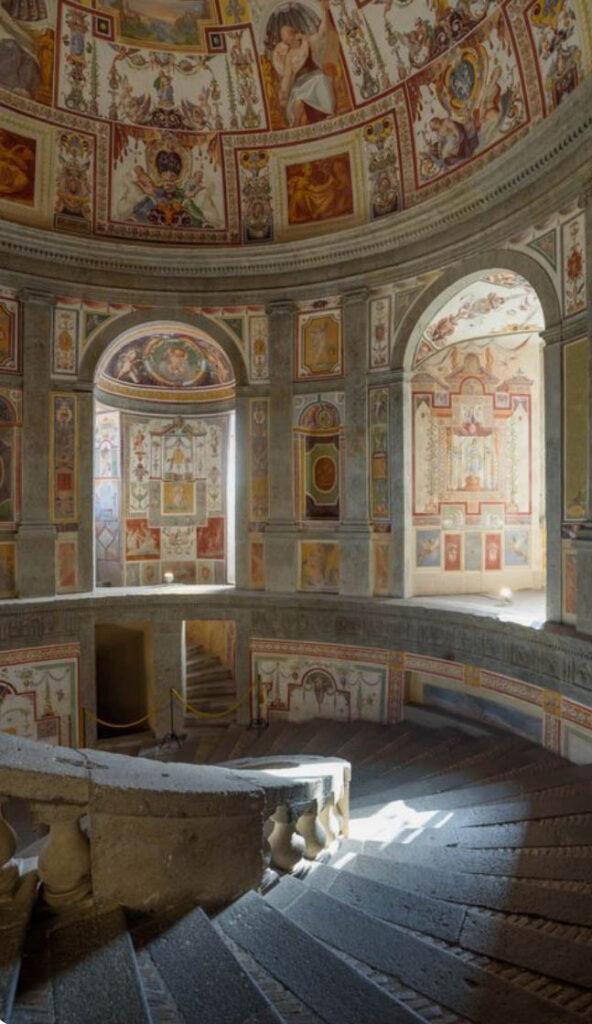 Винтовая лестница в Палаццо Фарнезе - Капрарола - Экскурсии по Италии