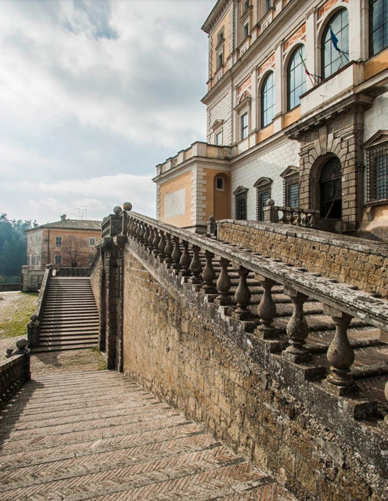 Вход на виллу Фарнезе - дворец эпохи Возрождения - Капрарола