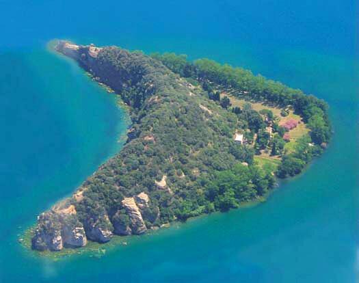 L'île Martana au lac de Bolsena