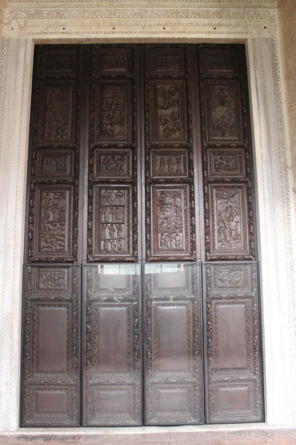 Двери Санта Сабина - Порта Линеа
