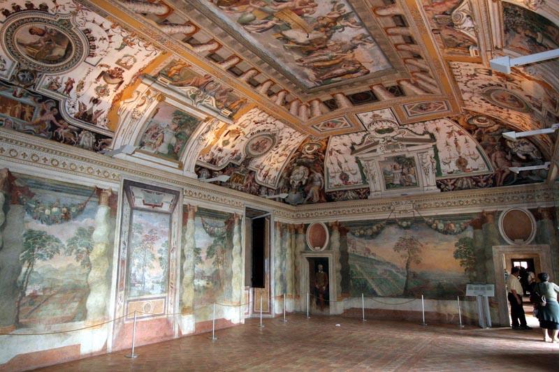 Централна-зала-Вилла-д-Есте-Тиволи-Лацио