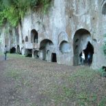 Этрусские гробницы в Сутри